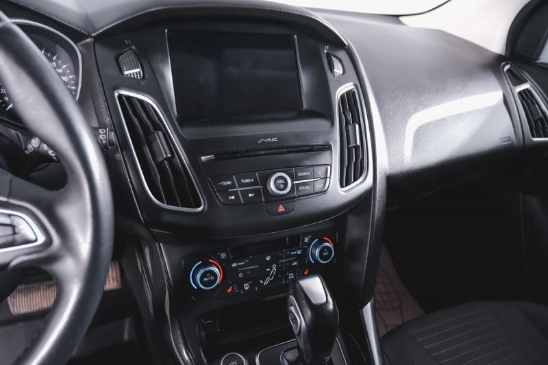 Ford Focus Хетчбэк 1.6 Ti-VCT PowerShift (125 л. с.)